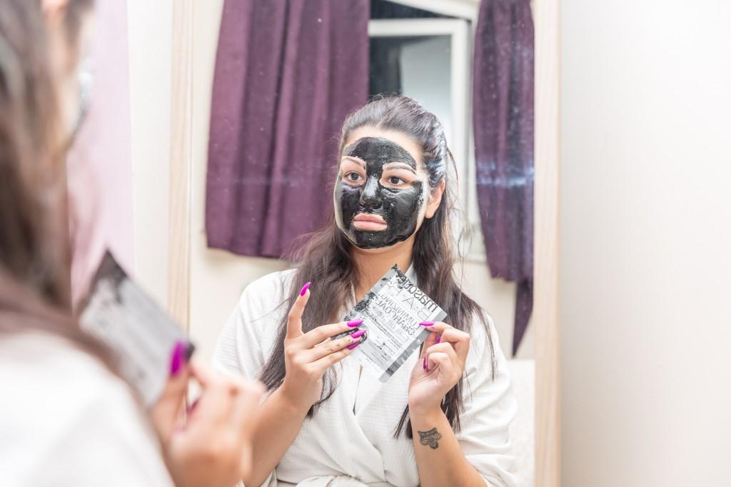 Finished Application of Luminizing Charcoal Peel Off Mask