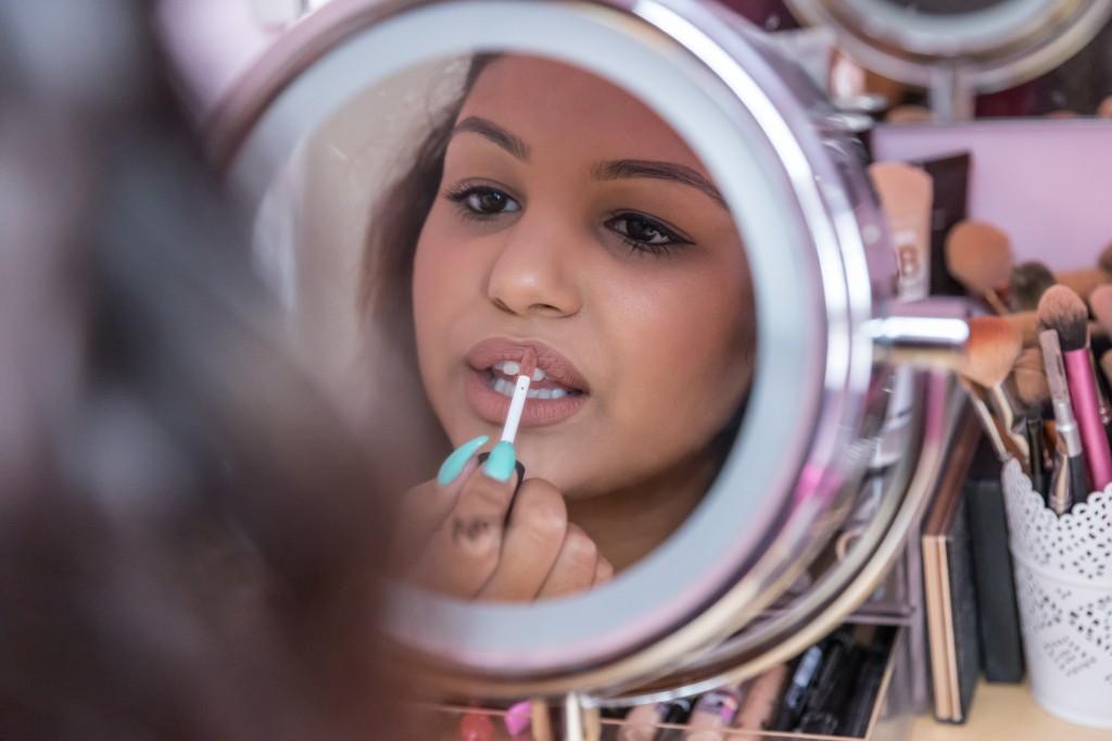 Applying NYX Soft Matte Lip Cream Abu Dhabi